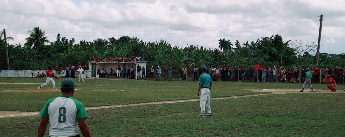 Partido de pelota en Cuba